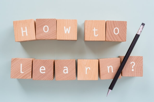 「HOW TO LEARNIG」の文字